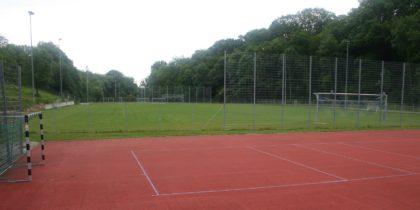 alter Fußballplatz und Tartanplatz